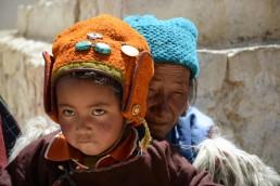 Mujer y niña de Ladakh en India